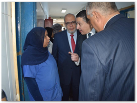 رئيس جامعة بنها يواصل جولاته فى المستشفى الجامعى ويؤكد علي تقديم خدمة مجتمعية حقيقية