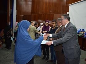 رئيس جامعة بنها يكرم 100 طفل من الأيتام و40 من أمهات طلبة الجامعة.. في إحتفالية كبري