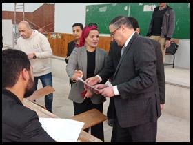 رئيس جامعة بنها يتفقد لجان الإمتحانات بالكليات ويستمع لآراء الطلاب حول طبيعة الأسئلة والورقة الإمتحانية