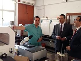 رئيس جامعة بنها يتفقد الامتحانات ومزارع الإنتاج الحيواني بكلية الطب البيطري