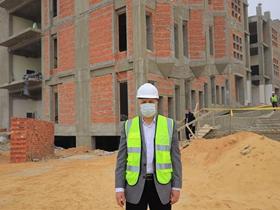 «السعيد» تفقد مشروع مبنى المدرجات ومقر جامعة بنها الأهلية بالعبور