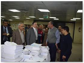 رئيس جامعة بنها خلال تفقده مطبعة جامعة بنها