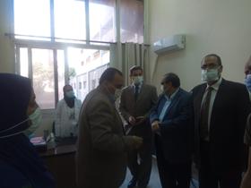 نائب رئيس جامعة بنها لشئون التعليم والطلاب يتفقد الكشف الطبي واستعدادات الدراسة بهندسة شبرا