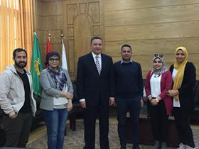 رئيس جامعة بنها فى لقاء مصور مع طلاب كلية الفنون التطبيقية