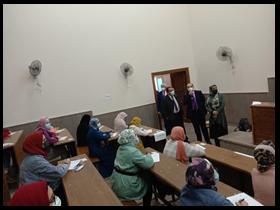 نائب رئيس جامعة بنها لشئون التعليم والطلاب يتفقد الامتحانات بكليات هندسة شبرا والطب البيطرى والعلاج الطبيعى