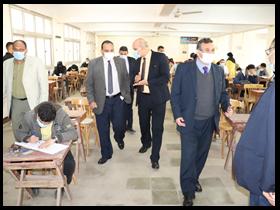 نائب رئيس جامعة بنها لشئون التعليم والطلاب يتفقد سير الامتحانات والمزارع التعليمية بكلية الزراعة